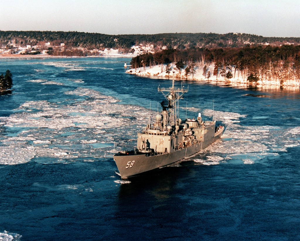 <i>Roberts</i>noses through winter ice on the Kennebec River on its 10-mile journey from Bath to the Atlantic Ocean.