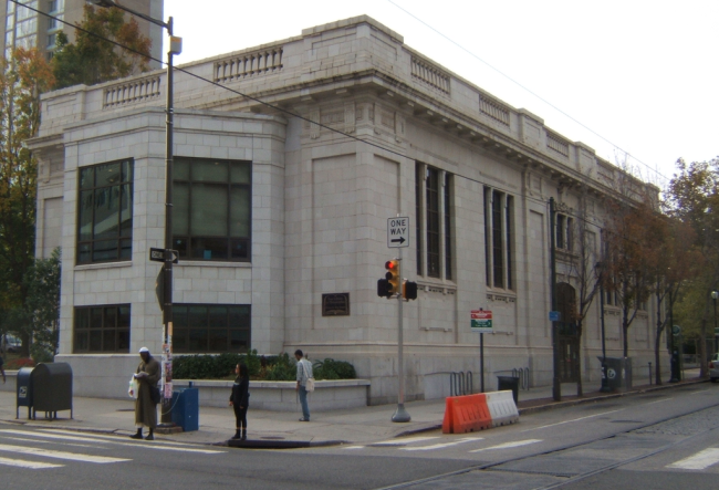 Walnut Street West Branch of the Free Library of Philadelphia (Davidt8/Wikipedia)